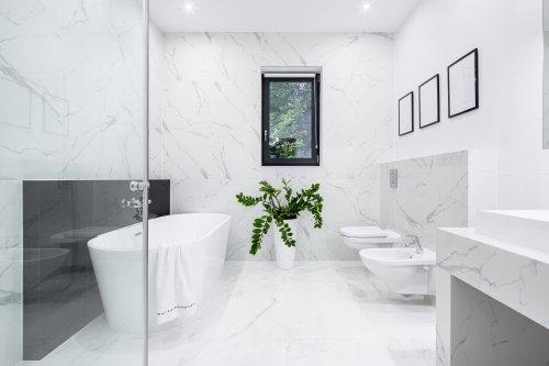 East Kilbride Bathroom Tiler in action